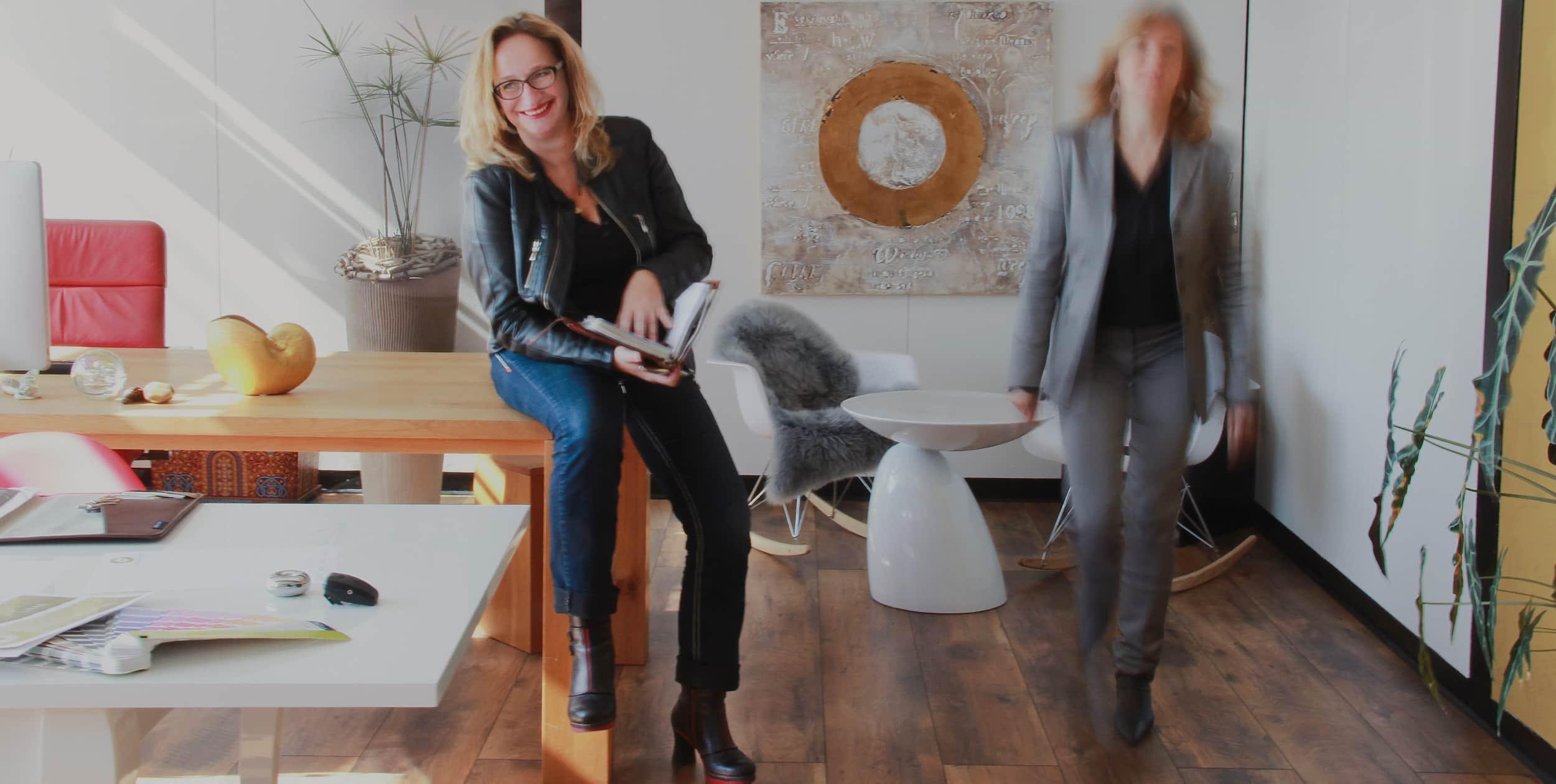 Innenaufnahme der Agentur mit Frau Heim und Frau Heinemann-Bents