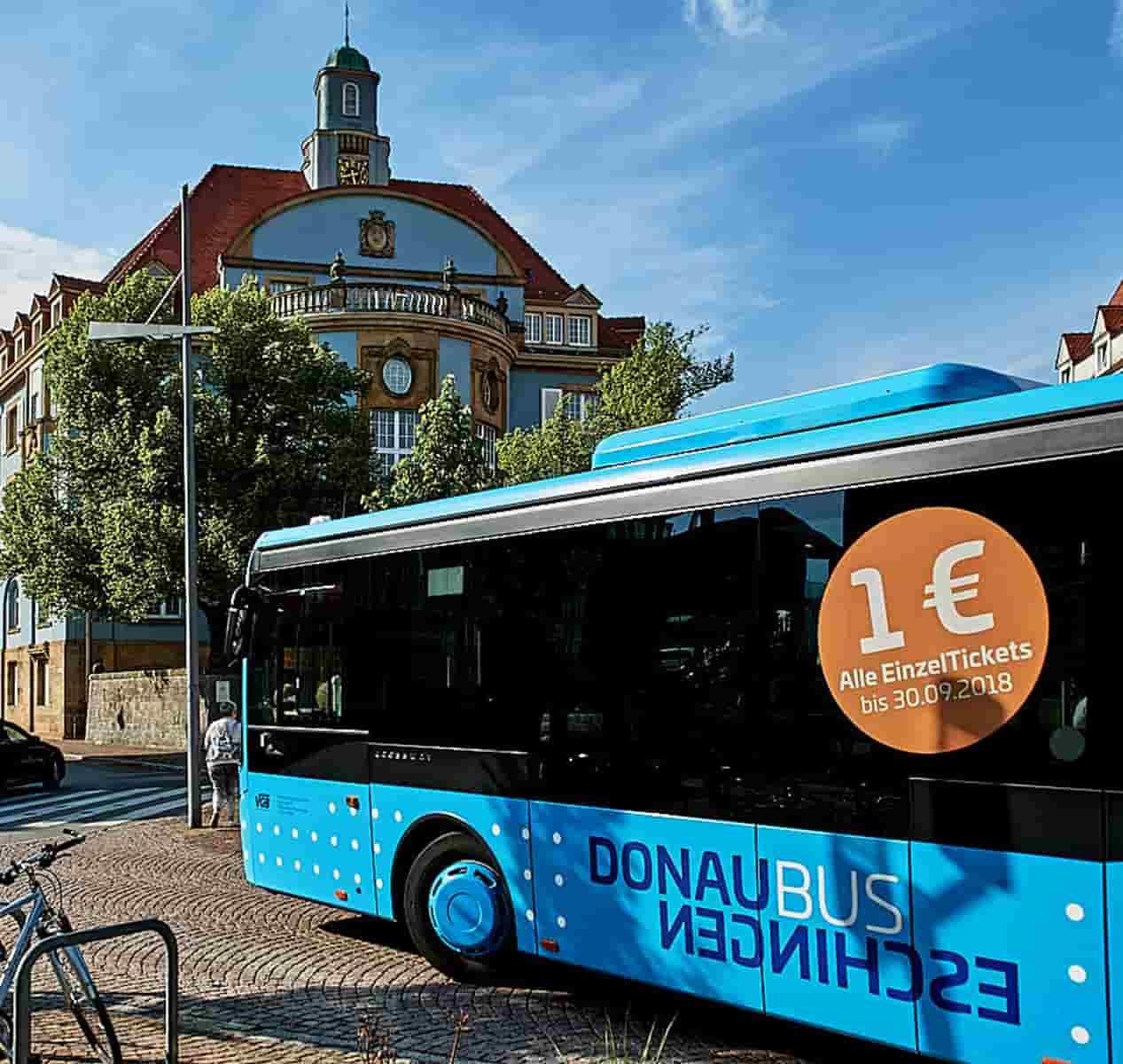 Donaubus am donaueschinger Rathausplatz