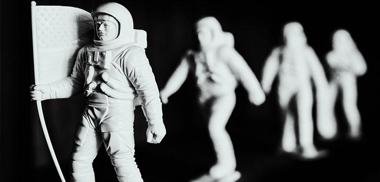 Referenzbild Ina Klietz mit Astronautenfiguren